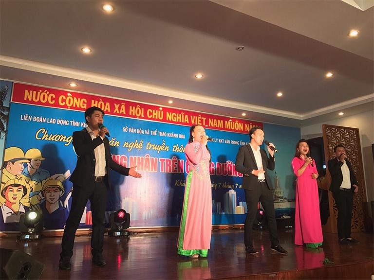 """KCN Suối Dầu: Tổ chức chương trình văn nghệ truyền thông """"Công nhân trên chặng đường mới"""""""